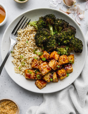 Overhead photo of bowl of honey garlic tofu with brown rice and broccoli.